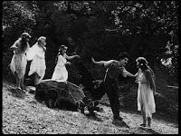 """Кадр из к/ф Чарли Чаплина """"Солнечная сторона"""" / Sunnyside (1919) - 9"""