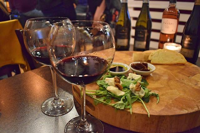 Italian wine tasting at Veeno Leeds - Cutaja Le Selezioni Nero d'avila Riserva with gorgonzola