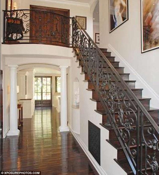 Kim Kardashian Home Decor: The Rusted Wardrobe: Celebrity Homes Monday--Kim Kardashian