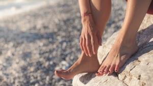 علاج تشقق القدمين طبيعيا