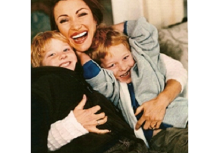 Image: Jane Seymour Recalls Scary First Few Months With Twin Sons