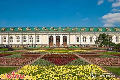 Khu vườn Alexander là một địa điểm góp phần làm xanh thành phố Saint Peterburg.