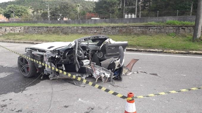 Acidente mata empresário em SC; carro de luxo fica partido ao meio