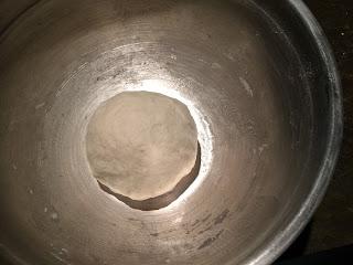 中力粉(オールパーパスフラワー)を使って手捏ねで作るピザ生地のレシピ