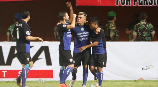 Surabaya United vs Arema Cronus