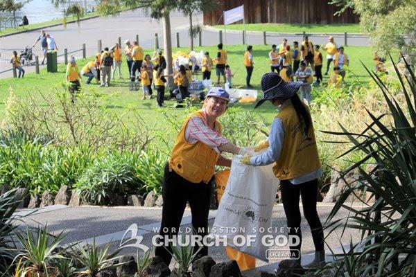 Limpeza ambiental nas ruas de Melbourne.