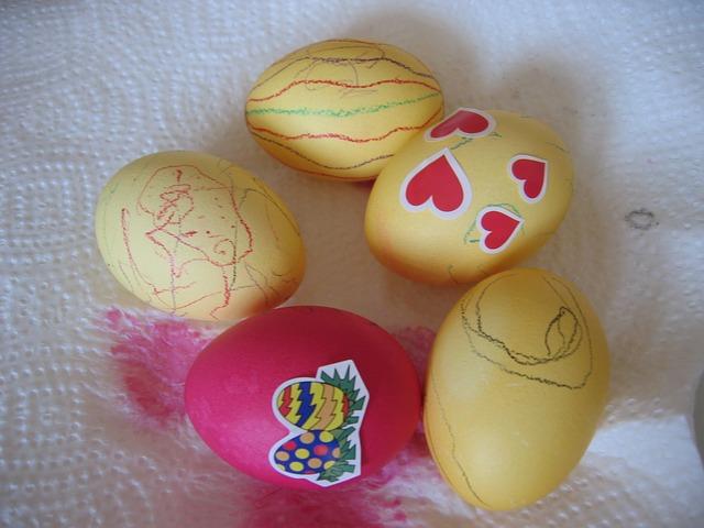 7 ιδέες για να βάψεις τα Πασχαλινά αυγά μαζί με τα παιδιά