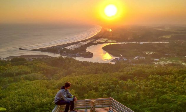 Enjoying the Beauty of Sunset from the Peak of Sianco Hill, Kebumen Purwokerto