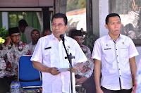 HUT Koperasi ke-70 Asisten 1 Setda Kabupaten Bima Serahkan Penghargaan