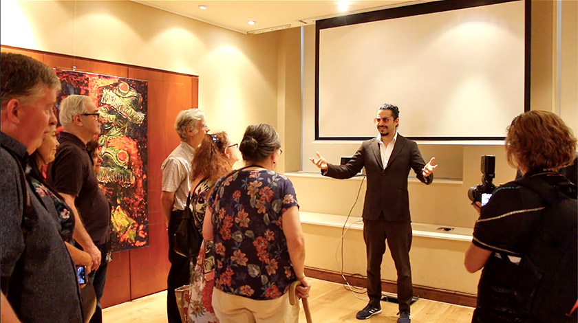 Макс Сір на відкритті своєї виставки картин ALICE у Лондоні, липень 2018 р.