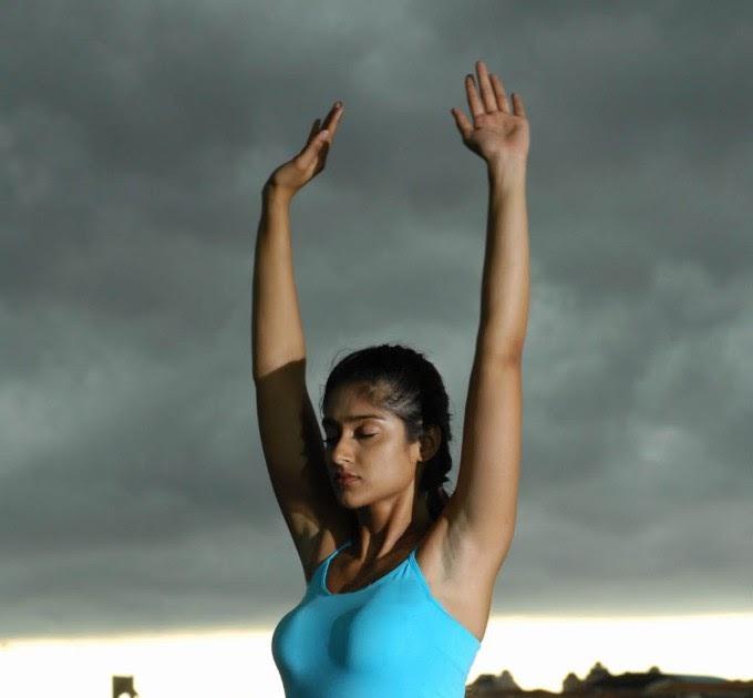 Pg: Ileana Hot Yoga Pose Stills In Kick