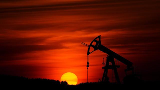 El petróleo se desploma un 30 % por el fracaso del acuerdo de la OPEP y el temor al coronavirus