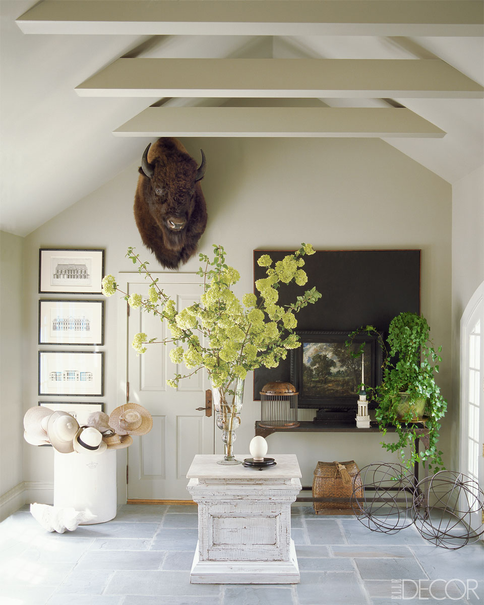 10 great ways to decorate your foyer for Decorating your foyer