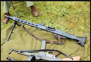 Metralhadora MG42 (Maschinengewehr 42) Mauser de 7,92 × 57 mm