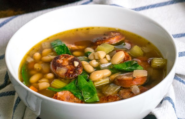Slow Cooker Sausage, Spinach and White Bean Soup #dinner #soup