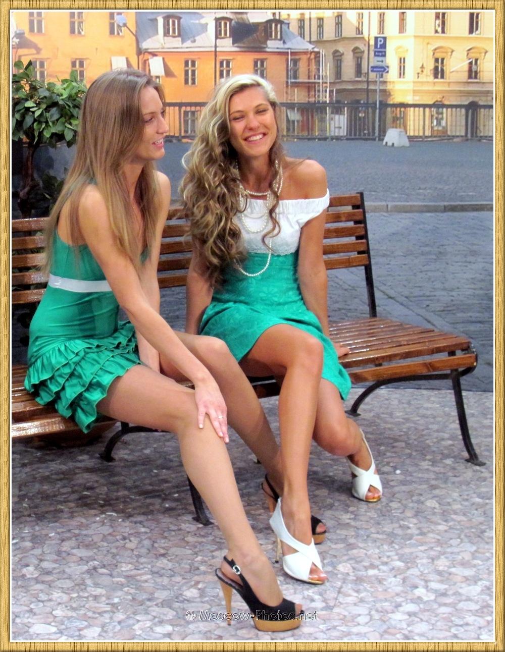 Smiling Long Legs Models at Photoforum