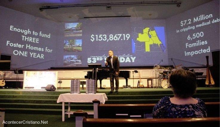 Iglesia paga deudas médicas en Estados Unidos