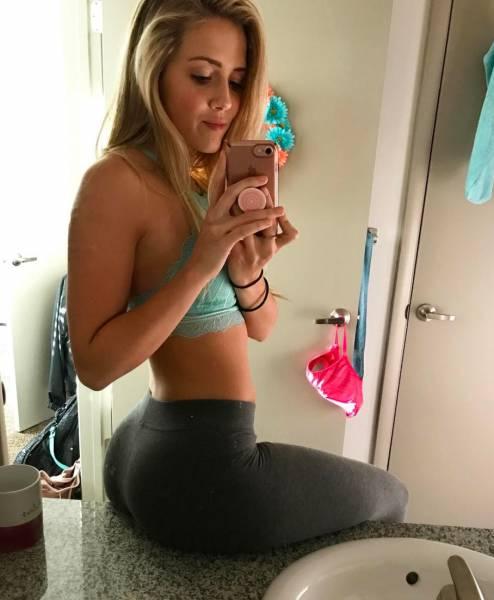Beautiful Girls in Yoga Pants