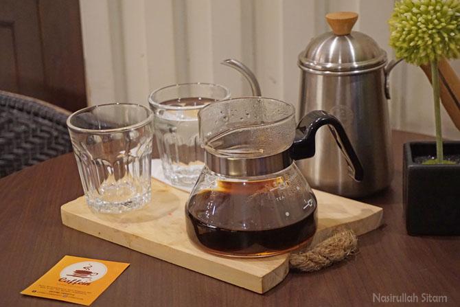 Menikmati Kopi di Kedai Kopi Caffein Batam