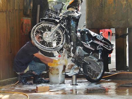 Cat motor anda kotor, dekil dan kusam? mungkin ini penyebabnya