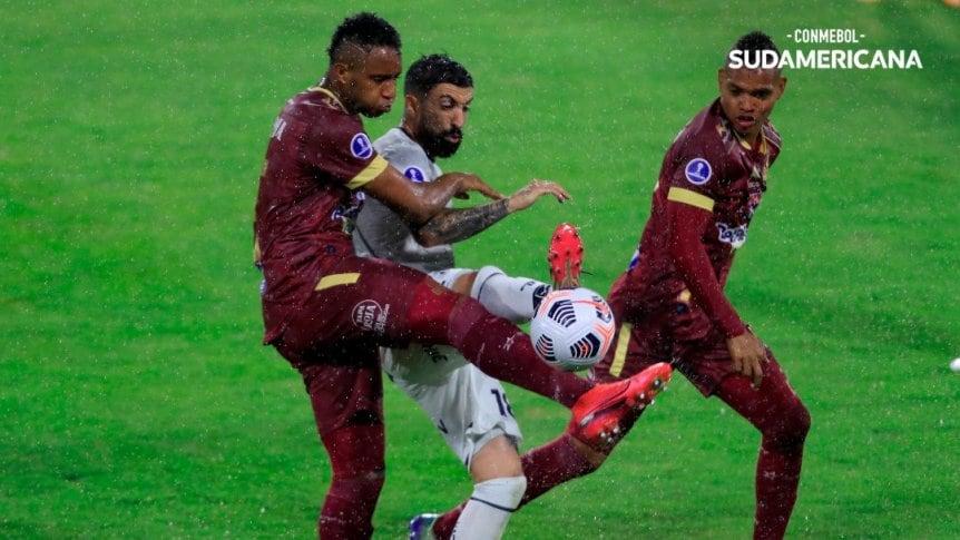 Talleres no lo pudo sostener y empató ante Deportes Tolima en Colombia