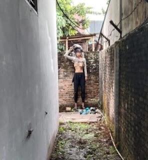Mrs X Ditemukan Tewas Tergantung Di Tembok Pagar Rumah Kosong