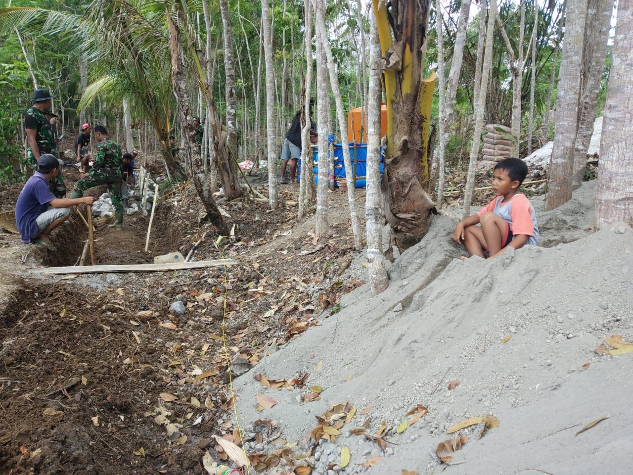 Lamunan Bocah Kecil di Lokasi TMMD 106