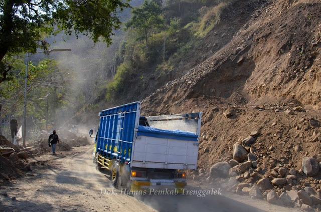 Forkopimda Turun Langsung Evakuasi Longsor, Jalur Trenggalek-Ponorogo Bisa Dibuka