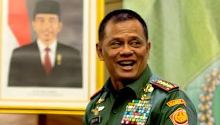 Kado Kemerdekaan Untuk Para Veteran, Panglima TNI Janji Bantu Perbaiki Rumah Veteran yang Rusak