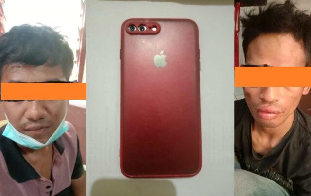 kedua pelaku ditangkap bersama barang bukti berupa satu buah teleppon genggam iphone 7+ berwarna merah.