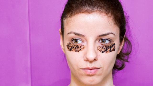 cara menghilangkan mata panda dalam waktu 5 menit