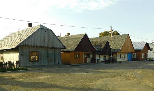 Domy na zachodniej pierzei jaśliskiego rynku.