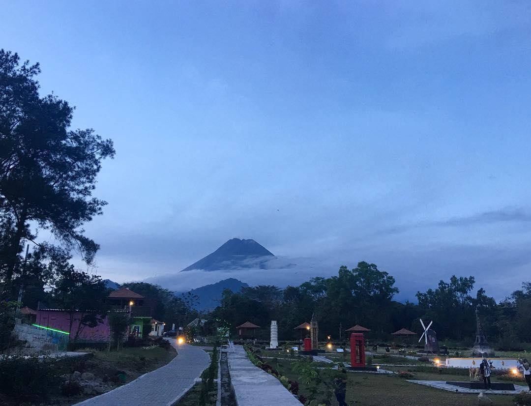 10 Spot Keren di The World Landmarks Jogja yang Paling Hits 2019 - Merapi Park Yogyakarta