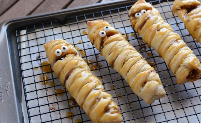 Halloween Mummy Apple Turnovers, Halloween Part, Halloween Food