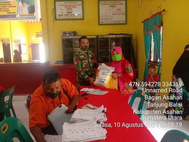 Pendampingan Penyaluran Beras PPKM Dilakukan Personel Jajaran Kodim 0208/Asahan