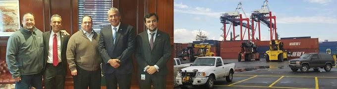 Castillo visita puerto de Brooklyn para supervisar furgones de RD y fortalecer exportaciones