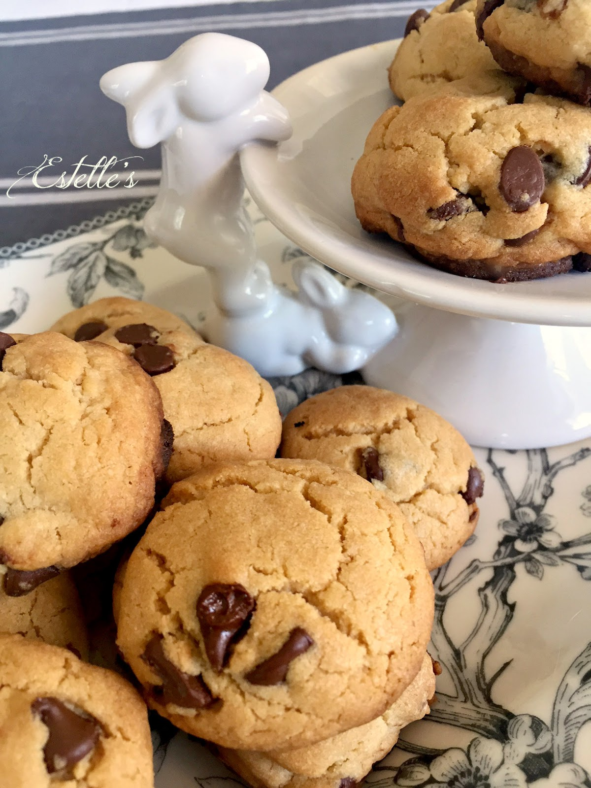Estelle's: BISQUICK CHOCOLATE CHIP COOKIES FOR THE EASTER BASKET
