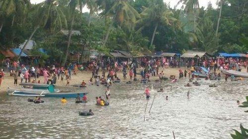 Pantai Ponnori Luwu Ramai Dikunjungi Warga Saat Liburan