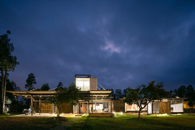 Casa RDP - Shipping Container Industrial Style House, Ecuador 6