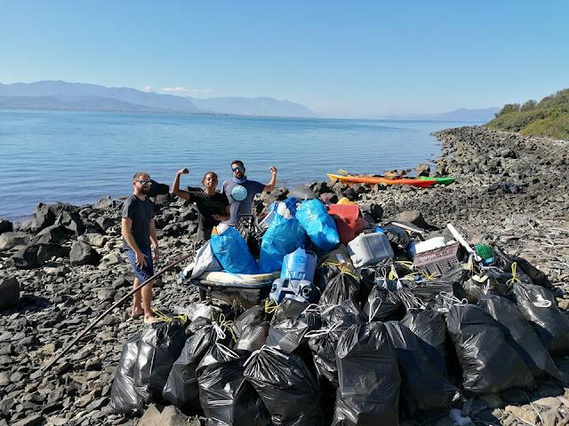 4 φίλοι καθάρισαν την παραλία στα Λιχαδονήσια!