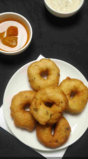 Medu vada in a plate serving with sambar and coconut chutney for medu vada recipe