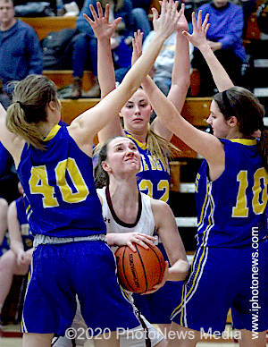 Payton Vallee rebounds for SJO