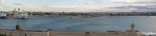 Vista panoramica del porto di Bari