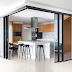 Cozinha contemporânea p&b e amadeirada integrada por portas de correr com espelhos!
