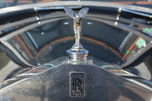 Rolls-Royce-Spirit-of-Ecstasy-11-Interesting-Facts-about-Famous-Car-Brands-that-will-drive-you-crazy