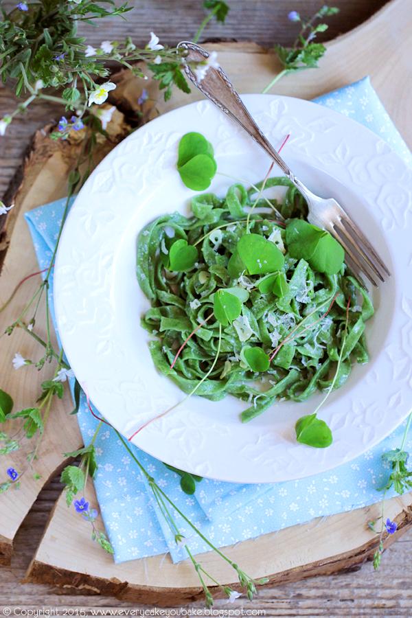 super zdrowy zielony makaron z pokrzywy