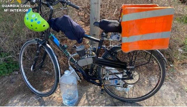 Un ciclista se enfrenta a 1.400 euros de multa por acoplar un motor y un depósito de gasolina a su bici