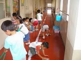 ff45b58147f2d يركز النظام الياباني للتعليم على تنمية الشعور بالجماعة والمسؤولية لدى  التلاميذ والطلاب تجاه المجتمع بادئًا بالبيئة المدرسية المحيطة بهم، مثل  المحافظة على ...