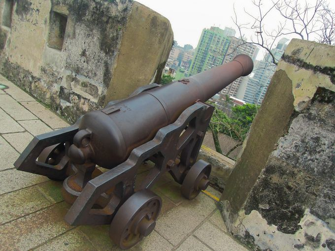 Steel canons at Fortaleza do Monte
