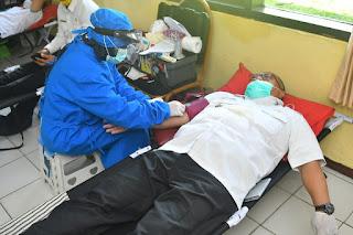 Jaga Stok Darah Masa Pandemi Covid-19, Bupati Sukabumi Donorkan Darah